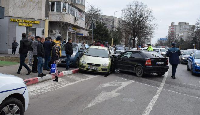 Foto: Galerie foto. Accident rutier la Constanța, din cauza neacordării de prioritate