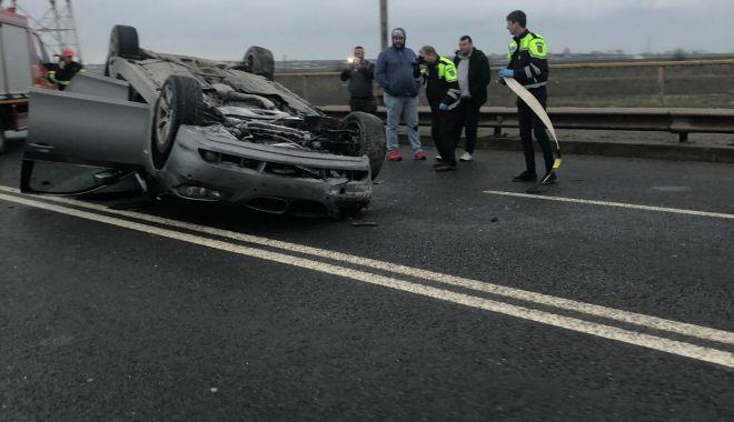 Foto: Mașină răsturnată la Constanța, din cauza neatenției unui șofer