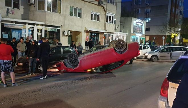 Foto: Accident rutier la Mangalia! O mașină s-a răsturnat
