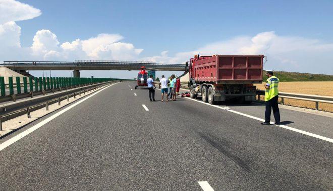 Foto: Tragedie pe A4. Șofer lovit mortal, după ce a vrut să ajute alți șoferi cu pană la mașini