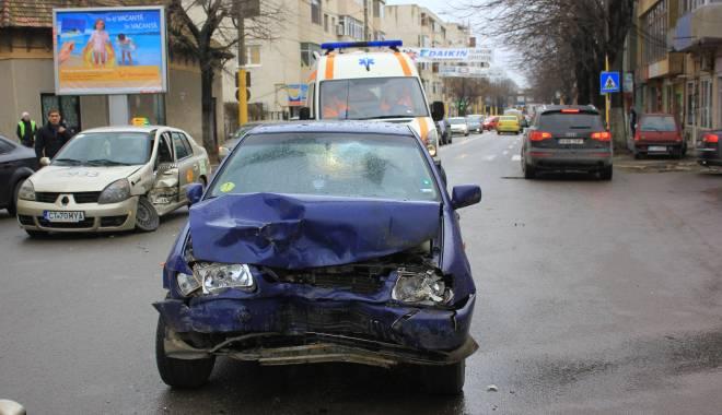 Galerie FOTO. Accident rutier în centrul Constanței - img2134-1424860106.jpg