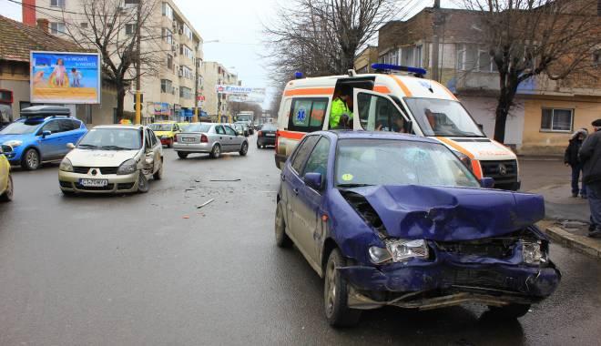 Galerie FOTO. Accident rutier în centrul Constanței - img2203-1424860209.jpg