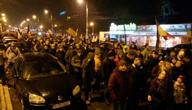 """Foto: GALERIE FOTO-VIDEO / UPDATE. 5500 de """"PUTORI"""" mărşăluiesc pe străzi. """"Altă întrebare? Altă guvernare!"""""""