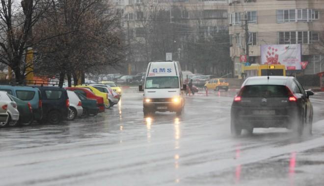 Foto: Se stric� vremea! Instabilitate atmosferic� accentuat� �n Constan�a �i �n toat� �ara, p�n� m�ine sear�