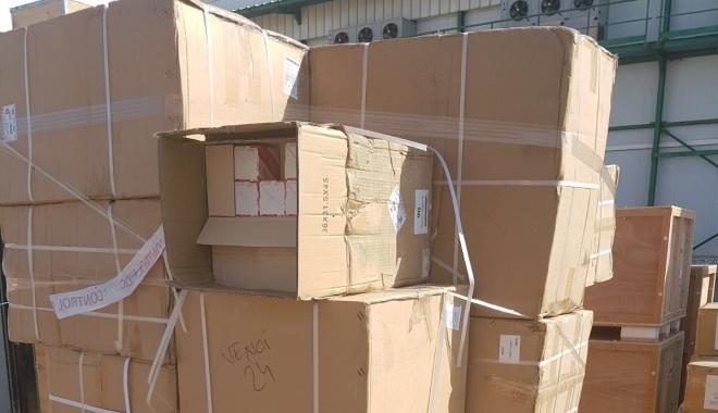 Foto: Mărfuri contrafăcute, descoperite de poliţiştii constănţeni, în Portul Constanţa