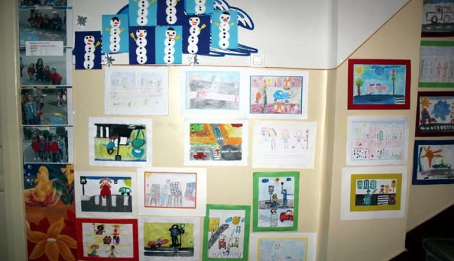 143 de desene pe teme rutiere au fost jurizate  la Grădinița