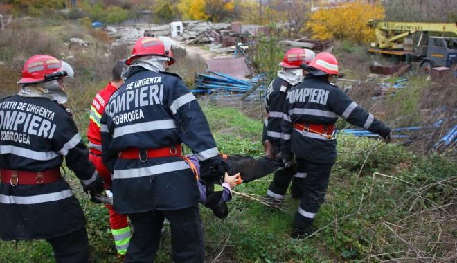 Imagini dramatice! Grav accident rutier pe strada Traian. O șoferiță a lovit un biciclist, după care s-a răsturnat cu mașina în râpa portului! TREI VICTIME - Update - img4600-1415796129.jpg