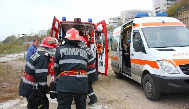 Imagini dramatice! Grav accident rutier pe strada Traian. O șoferiță a lovit un biciclist, după care s-a răsturnat cu mașina în râpa portului! TREI VICTIME - Update - img4612-1415796791.jpg