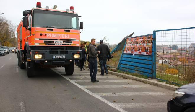 Imagini dramatice! Grav accident rutier pe strada Traian. O șoferiță a lovit un biciclist, după care s-a răsturnat cu mașina în râpa portului! TREI VICTIME - Update - img4658-1415796943.jpg