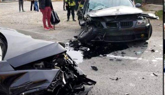 Tânără în comă, după ce şoferul maşinii în care se afla a făcut accident