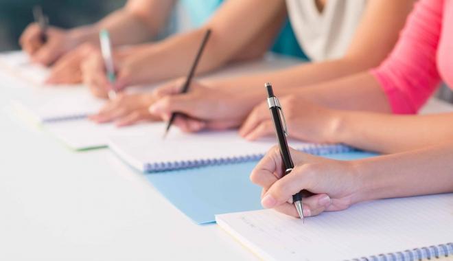 Foto: Zeci de profesori au picat proba scrisa la concursul pentru directori