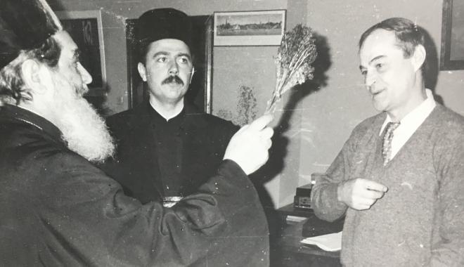 """Foto: Arhiva de Aur """"Cuget Liber"""". Biserică, politică, TV. Năstase, Neagoe şi semnul crucii"""