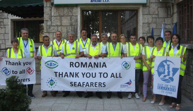Foto: Sindicatele marinarilor și docherilor au împărțit daruri pe navele din portul Constanța