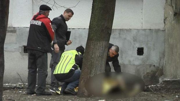 Foto: Un bărbat şi-a înjunghiat de 30 de ori soţia, apoi s-a aruncat de la etajul 9