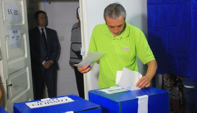 Foto: Alegeri Constanţa. Prezenţa la urne până la ora 14,30. Câţi constănţeni au ieşit la vot