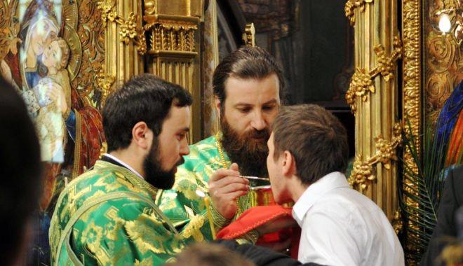 Vor mai primi credincioșii împărtășania în biserici? - impartasanie-1589392392.jpg