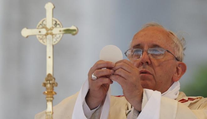 Foto: Vaticanul  interzice pâinea fără gluten la Împărtăşanie. Regula trebuie urmată de 1,2 miliarde  de catolici