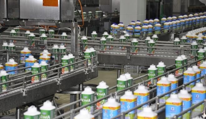 Foto: Importul de lapte creşte mult  mai rapid decât producţia internă