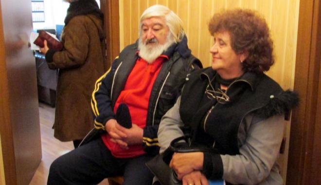 Foto: Bătrânii se împrumută pentru a avea ce pune pe masă de Crăciun