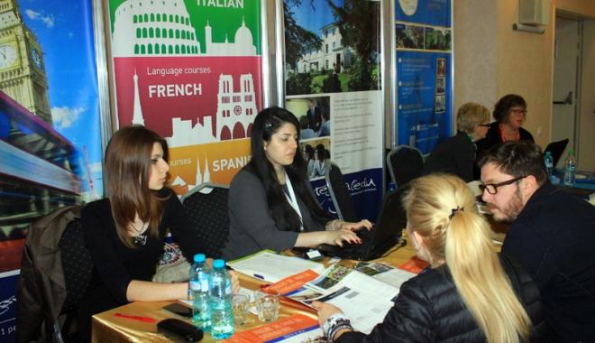 Foto: În atenţia celor care vor să studieze în Marea Britanie. Condiţii noi de rambursare a împrumuturilor