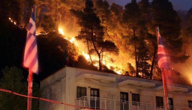 Foto: Cel puţin 74 de morţi şi 187 de răniţi în incendiile din Grecia, însă numărul dispăruţilor nu a fost determinat UPDATE