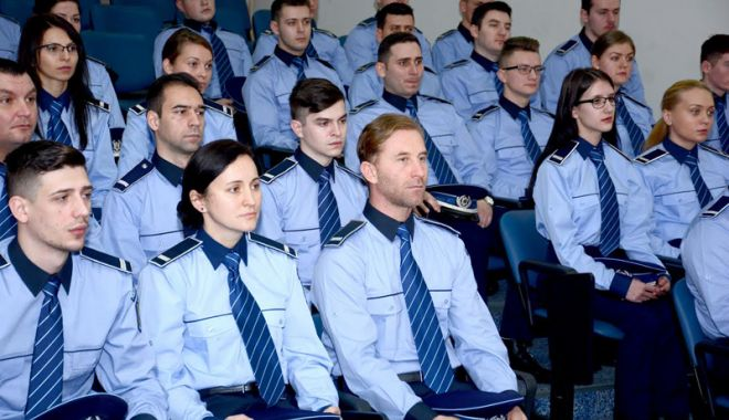 Foto: Bătaie pe posturile de ofiţeri  şi agenţi de poliţie din sursă externă