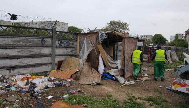 Foto: Adăpost improvizat, desfiinţat de Poliţia Locală