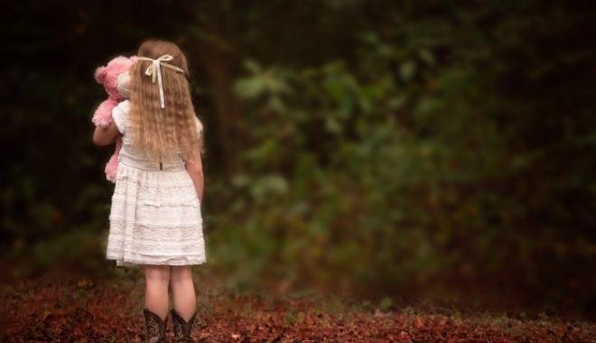"""Român acuzat de pedofilie în Irlanda. Reacţia iubitei lui: """"Eşti un monstru!"""" - incaunpolitistacuzatdepedofiliep-1542433888.jpg"""
