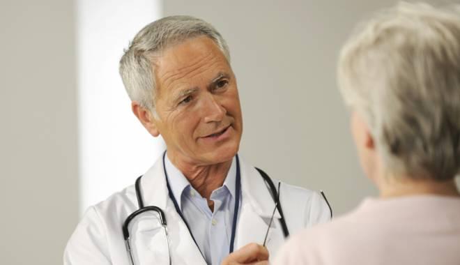 Foto: În ce condiţii mai pot lucra medicii pensionari