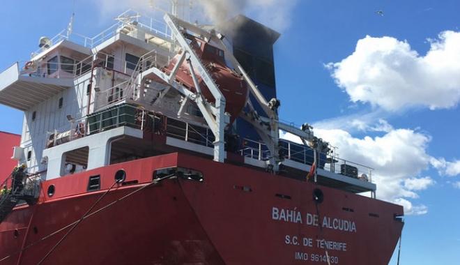 """Foto: Incendiu la bordul navei """"Bahia de Alcudia"""""""
