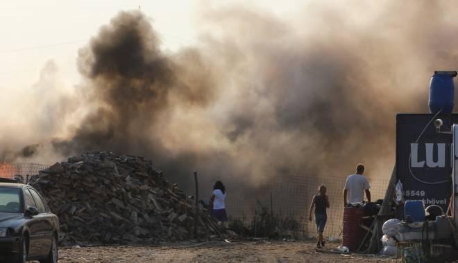 Foto: Pompierii au fost solicitați pentru a lichida mai multe incendii