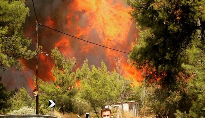 Foto: Stare de alertă în Grecia. Incendiile fac ravagii