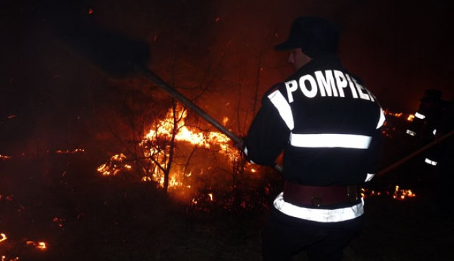 Foto: Incendiu pe un teren viran din Constanța