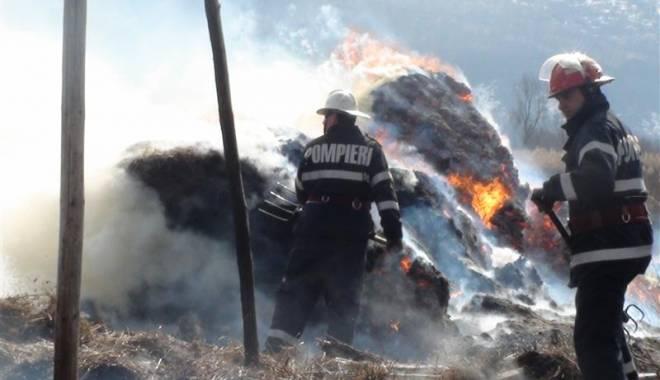 Foto: Tone de lucernă făcute scrum după o joacă cu focul