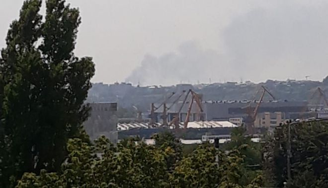 Foto: Incendiu la un parc auto din Agigea! Focul s-a extins la mai multe maşini