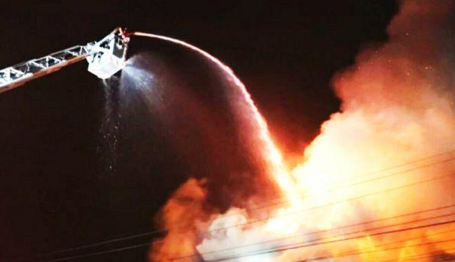 Incendiu puternic într-un restaurant! Zeci de persoane se aflau înăuntru - incendiu-1547258187.jpg
