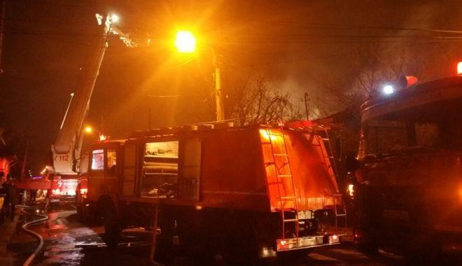 Foto: Incendiu violent, la Cernavodă. 30 de persoane s-au autoevacuat