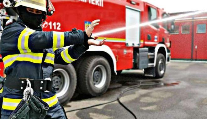 Incendiu violent la Constanţa. Arde o casă pe strada Baba Novac - incendiu-1603359388.jpg