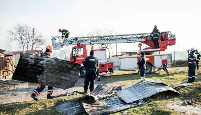 Foto: Incendiu devastator la Medgidia.  18 familii au rămas fără case