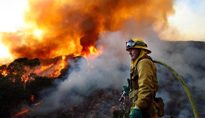 Foto: Incendiu în Medgidia, în apropierea stadionului