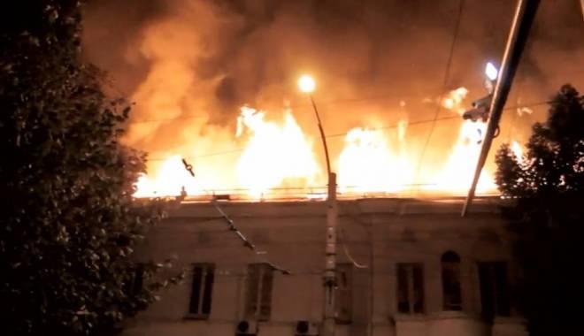 Foto: INCENDIU DEVASTATOR LA SPITAL! 21 DE MORŢI! Un corp al clădirii a ars în întregime