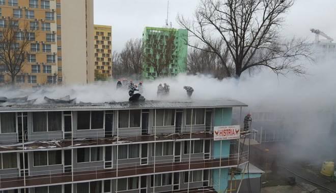 Foto: GALERIE FOTO ŞI VIDEO. INCENDIU DEVASTATOR! HOTEL DIN MAMAIA MISTUIT DE FLĂCĂRI