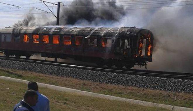 Foto: Incendiu la un vagon cu 20 de pasageri la bord: pompierii intervin cu două autospeciale