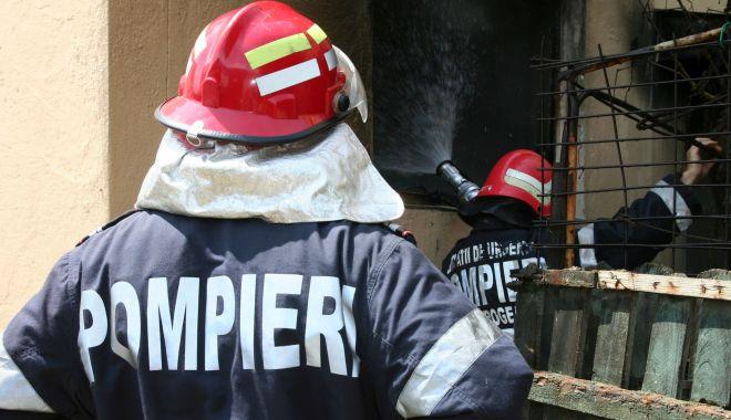 Foto: INCENDIU la o casă din Constanța. Intervin pompierii