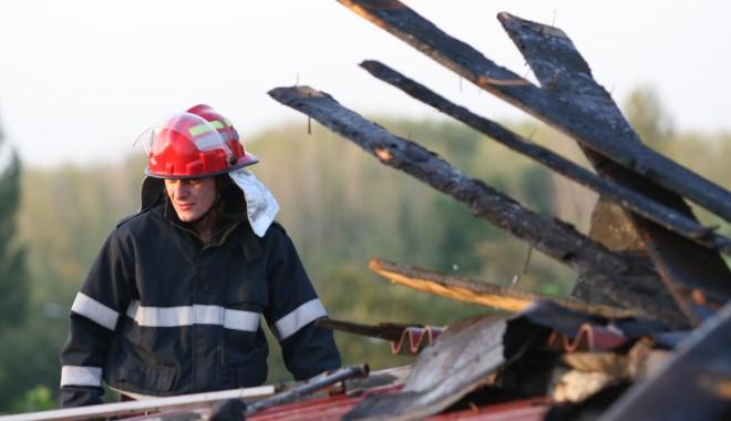 Incendiu lângă biserica din Nisipari - incendiu22-1333550376.jpg