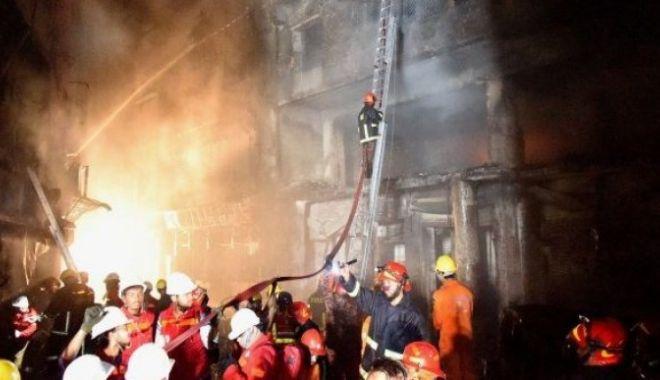 Foto: INCENDIU VIOLENT, bilanţ tragic: 78 de oameni morţi