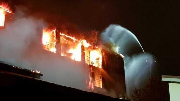Foto: Pompierul rănit în incendiul devastator de ieri va fi operat!
