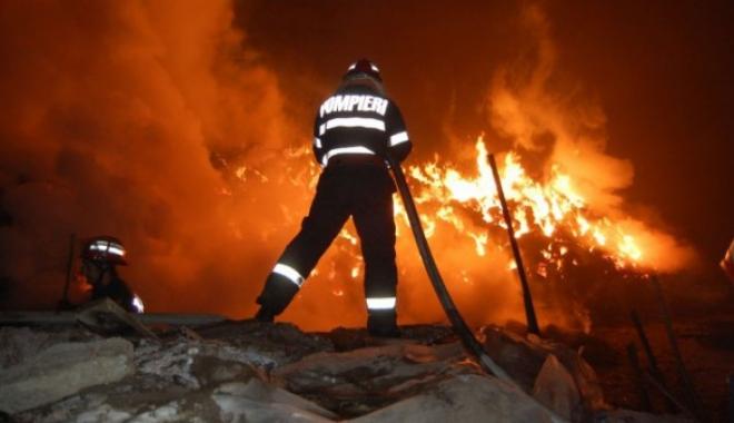 Foto: Tragedie în ziua de Crăciun. Un bătrân a murit ars în propria casă