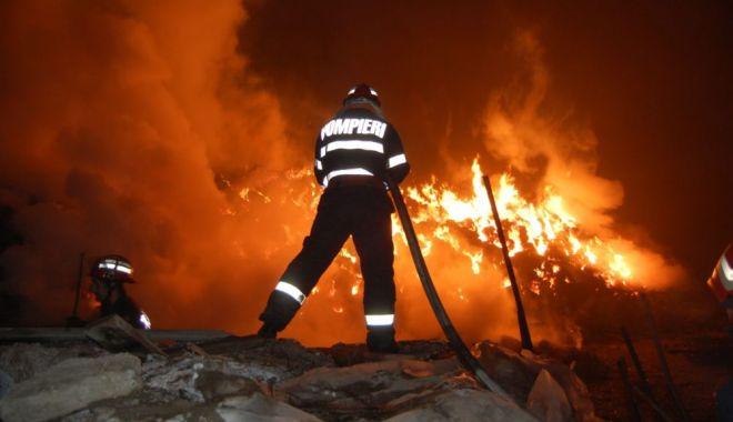 Foto: INCENDIU DEVASTATOR! Două persoane, găsite carbonizate