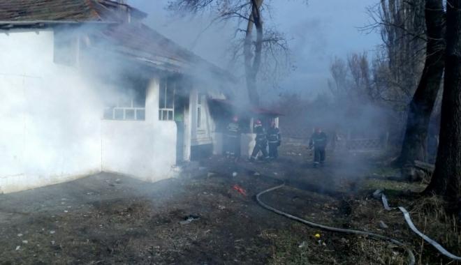 Foto: Incediu la o casă de pe bulevardul Tomis